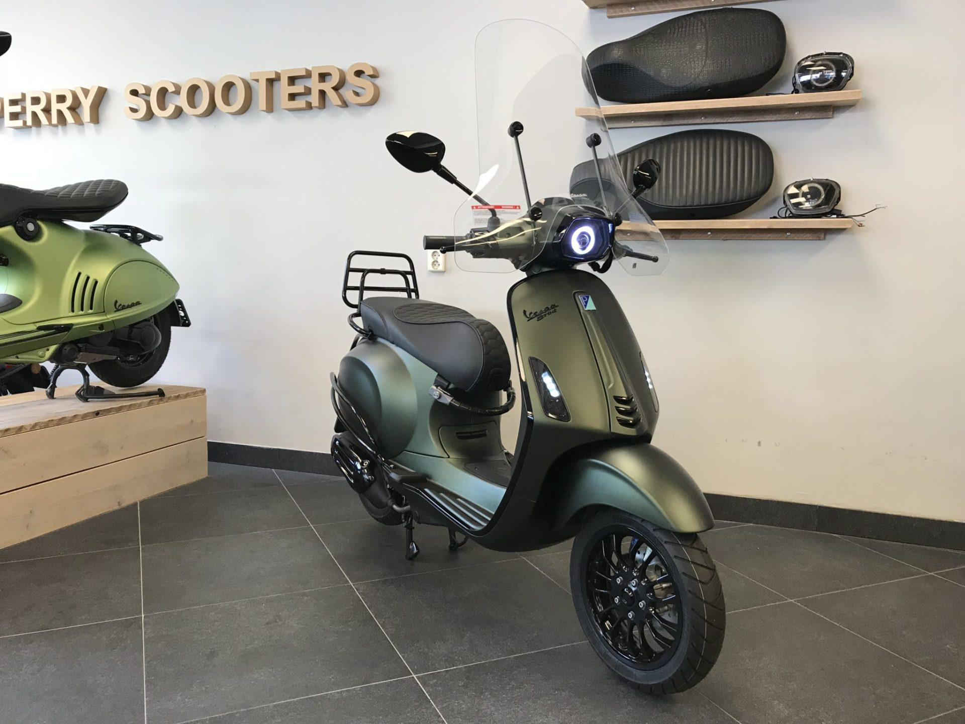Wonderbaar Vespa Sprint Candy Green - Perry Scooters Haarlem PG-53
