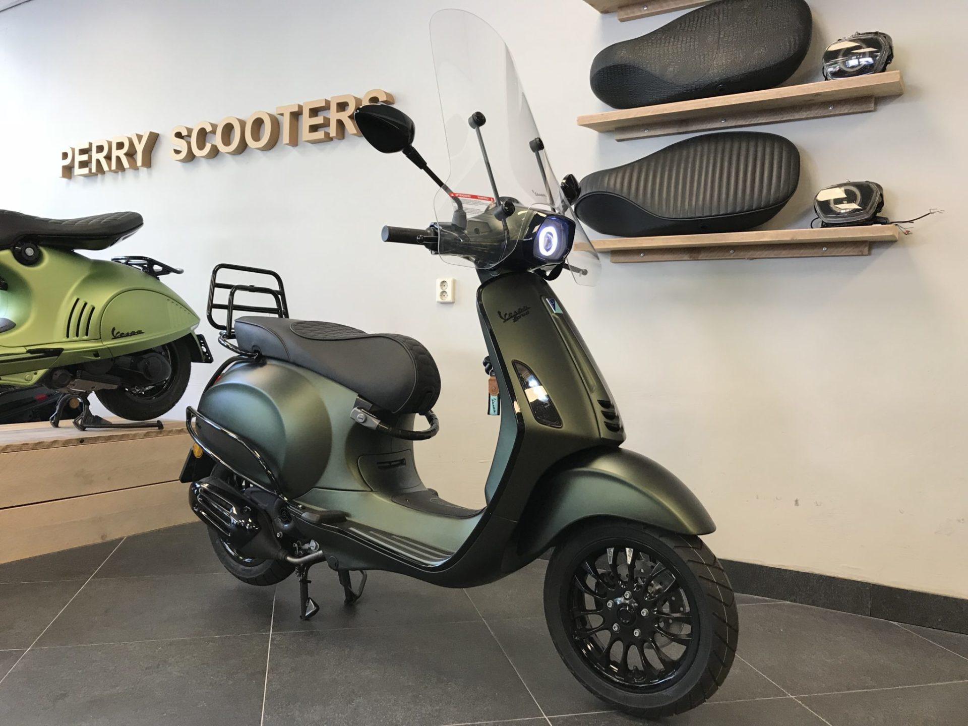 Fabulous Vespa Sprint Candy Green | OF27
