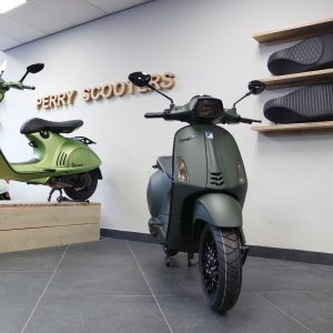 Vespa Sprint Super Dark Green Groen